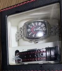 XCのこの時計なんですが、値段は何円かわかる方いらっしゃいましたら教えて欲しいです