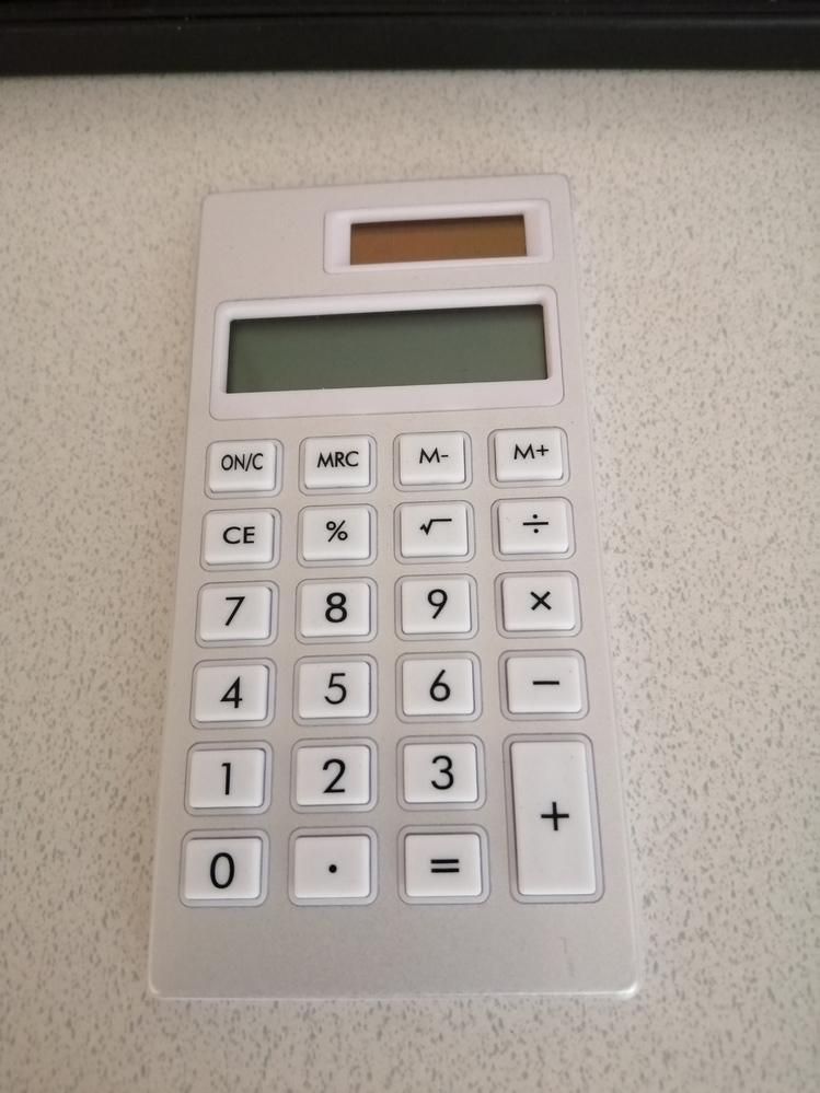 百均で買った電卓が、太陽の光に当てていると使えますが直後に室内で使おうとするとなにも表示されません。 電池をいれられるようなところもないです。 もうこれ外でしか使えないってことですか?