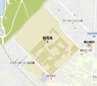 神奈川県立鶴見高校の、体育館は、どこにありますか?