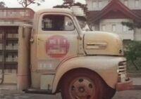 トラックの車種名を教えて下さい。  1950年代のアメ車らしいです。