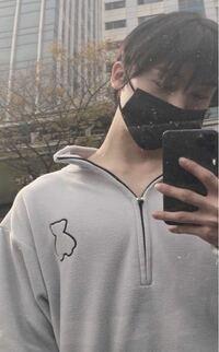 astro(アストロ)のユンサナが着てる 熊のようなロゴの服は  どこのブランドのでしょうか߹ ߹