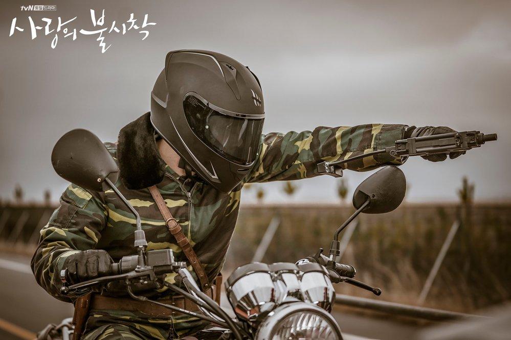 愛の不時着でヒョンビンが被っているヘルメットはどこのか分かる方いらっしゃいますか?