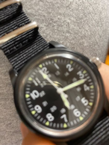 明日共通テストのため、ダイソーで500円時計を買いました。 カチカチと音のなる時計は禁止です この時計は耳を澄ますとわずかにカチカチと言っています。これもダメですか?カチカチの大きさはどのくらい...