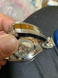 ロレックスデイトジャストのオマージュ時計、パガーニデザインを購入しました。 バックルが硬すぎて、指で外そうとしたら出血しました。 取り外し工具が付属してますが、、、出来たらもっと滑らかかつスムーズ に...