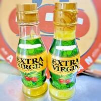 オリーブオイルが固まってしまって困ってます。 使うたびに瓶ごとお湯に漬けて溶かしていますが、固まらない方法はありますか? 他のサラダ油と混ぜれば良いのかな?(๑• . •๑)??  ※冬季の室温は10℃以下です。