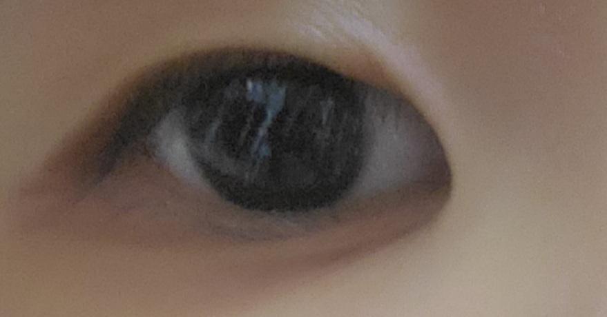 これはタレ目、つり目?? また目の横に大きい溝があるのですが、どのような一重のアイメイクの方法がありますか?(メイク初心者)