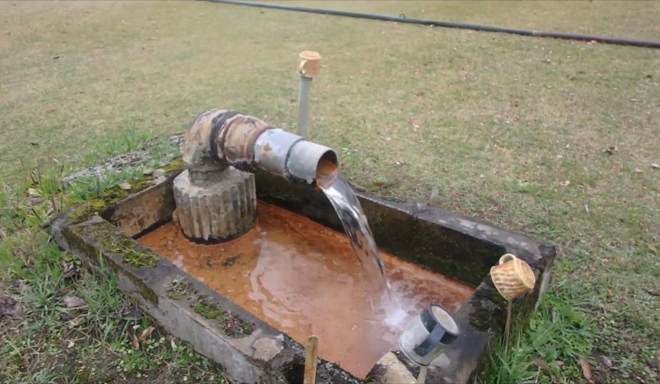 鹿児島県霧島市の温泉に詳しい方に質問です。 6年ほど前に霧島に行った際にゲートボール場の敷地内の隅っこにある温泉を見に行ったのですが、詳しい場所がどうしても思い出せません。 たしか牧園あたりにあ...