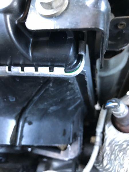 ラジエーターをkoyo製のものに交換して2日ですがアッパータンクのふちにこのような冷却水が付着するのは普通でしょうか?