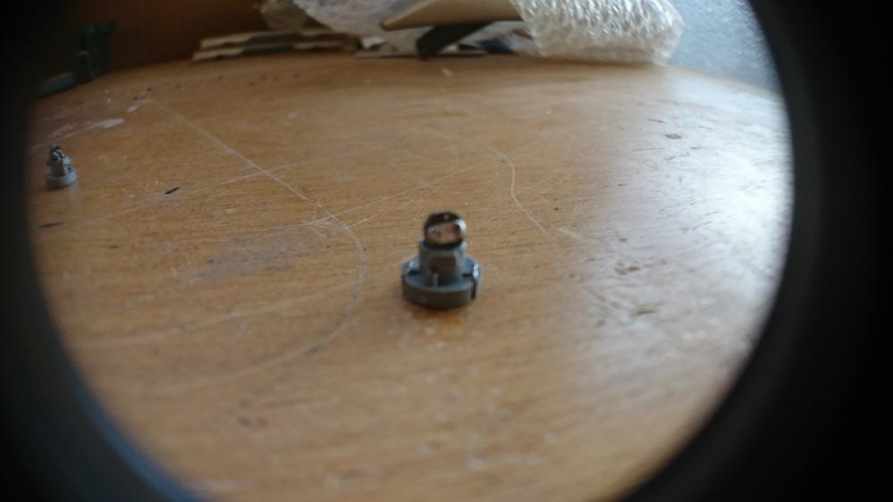 教えてください。 ダイハツのハザードスイッチ等の電球なんですが(T4.2) 七色で自動に切り替わっていくものなのですが電球が切れたので自分で作ろ うと思ったのですが写真のRGBのLEDチップはど...