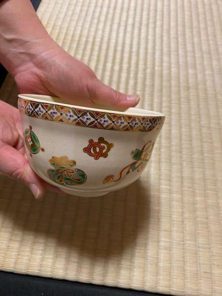 宝尽くしの抹茶茶碗に、この様な文様がありました。 なんの文様か、ご存知の方、教えていただけませんでしょうか? 真ん中上側の、赤い文様です。