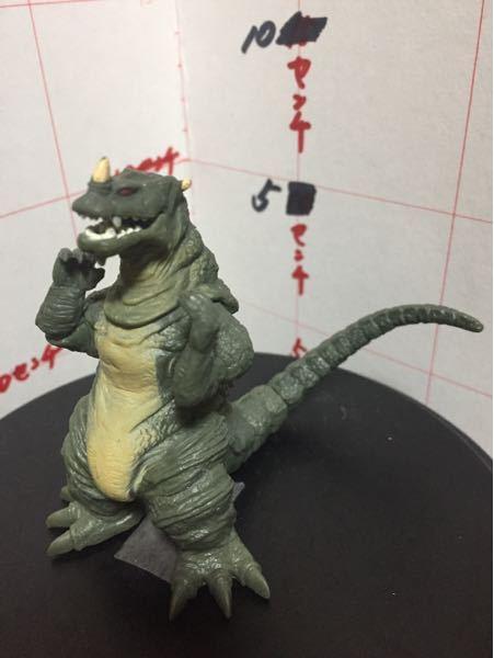 この写真の怪獣の名前教えてください