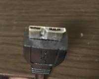 USBコードを買い替えたいのですが、コードの名前がわかりません……。 使ってるキャプチャーボードがGC550で、 中古で購入して、使い続けてるコードが古くなって接触不利を起こすのでパソコンとキャプチャーボードを繋ぐUSBコードを買い替えたいと思っています。 このコードの名前は何と調べたらでてきますか?USB3.0に差し込むコードです。 キャプチャーボードに繋ぐところのカタチが変わってい...