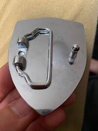 ベルトのバックルについての質問です。 この形のベルトってどうやって使うんでしょうか。 皆様の回答お持ちしております。
