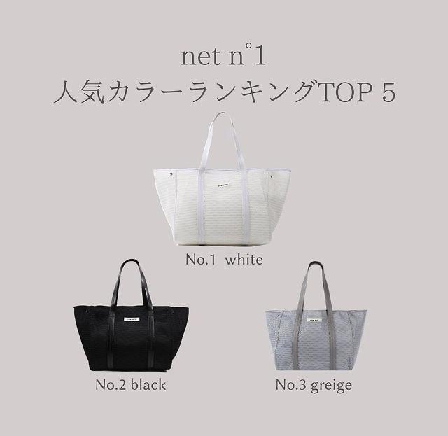 マザーズバッグでqbagのnest1(13000円程度のメッシュバッグ)を買おうかと検討していますが、色で迷っています。 白、黒、グレージュ辺りで考えているのですが、マザーズバッグなので「一年中持つ」「大きめ」であることを考えると、 ●白はパキッとした真っ白すぎて夏以外合わせにくい? ●白バッグなら靴も白になるから大変?(バッグは洗濯機可だけど靴が…) ●お値段それなりなのに黒じゃもったいない? ●グレージュは合わせにくい? などなど迷っています。 今はワントーンコーデやベージュ・ホワイト系など流行っていますが、どうなんでしょう? 他にも、自分ならこの色というのがあれば教えていただきたいです。 https://www.instagram.com/p/CJ74SHWD5Rt/?igshid=19xbd1aum54ao