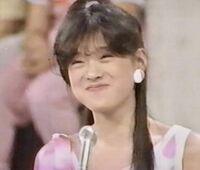 中森明菜さんのこのヘアースタイルは後ろはどうなってるのか判りますか?