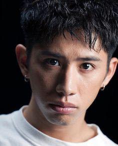 ONE OK ROCK のtakaさんは面長ですか? 面長がtakaさんの髪型にしたら似合いますかね