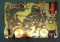 ソニーカセットウォークマンWM-EX555を修理しています。 ゴムベルトを交換し再生もできるようになったのですが、スピード調整のネジの場所がわかりません。 機種によっては基盤に「SPEED」と書いてあるようですが見当たりません。 初めての修理で慣れておらず先に進めなくなっています。 わかる方がみえたらぜひ教えてください。