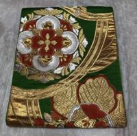 こういう、振袖の帯のような吉祥柄の名古屋帯は、どういう着物に合うのでしょうか…? 他にも、訪問着に合わせるような吉祥文様の帯で名古屋帯もありますが、 名古屋帯ということで、いまいちシーンがわかりませんm(__)m よろしくお願いいたします。