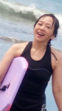 水着にならないアイドルといえば岩崎良美ですが、55歳(2016年)にして水着?を公開したようです。 岩崎良美がアイドル時代水着にならなかったのは、事務所の方針ですか? 体型が悪く、特に足が太いとは思いますが、それなら柏原芳恵も酷いですからね。