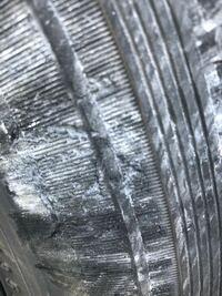 タイヤを縁石にぶつけました 交換するべきでしょうか?
