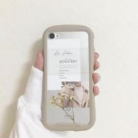 iPhoneのケースに紙やステッカーを 挟みたいのですが、皆さんどうやって調達しているんですか?百均にあるのか、コンビニなどで印刷しているのか………。