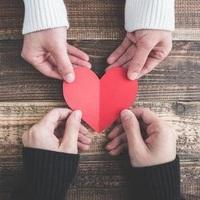 二十歳以上の恋愛経験者のみお応え下さい。 性別は問いません。 恋愛相手はなにが決め手となりますか。 1.交際数5人以内 平均ともいえる相場は4.2人。 この人数に行き着くまでに結婚という結果が出ています...