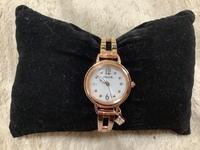 シチズンの腕時計、2018年に発売された Wicca ハッピーダイアリー KL0-961-11は 針は暗闇で光りますか?