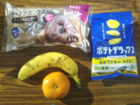 みなさん今日のおやつは何ですか?…僕は「ドーナツミックス」68円と「ポテトデラックス」82円と例の「バナナとみかん」0円です❤。