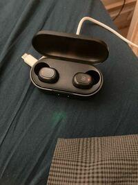 soundpeatsのワイヤレスイヤホンが、片方ずつしかつながらず、接続しても左右交互に聴こえるようになってしまったのですが、どうしたらいいのでしょうか? 下の画像のようなワイヤレスイヤホンです。 機種はiPhon...