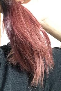 昨日髪の毛を染めたのですが、 ヘアカラートリートメントを購入しようと思っています、  この髪色の場合だと、 赤やピンク、何色のトリートメントを使用したら良いでしょうか??  赤は色持ちが短いと聞くの...