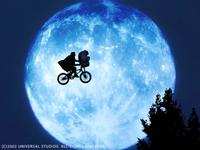 【てんぷら☆映画復活祭】Scene#345 皆さん、映画はお好きですか?  別にお好きでもお好きではなくても とくに構わないのですがね・・・  まあ、とりあえず このワンシーンで  ひとつ素敵なボケをいただけますか? (・▽・)   『E.T.』より