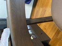 ダイニングテーブルの椅子の一部分が傷がついてしまいます。 掃除機を掛ける時に、テーブルの上に上がるからだと思います。 こういった柱部分の傷から保護するためのグッズってあるのでしょうか? 良い商品をご...