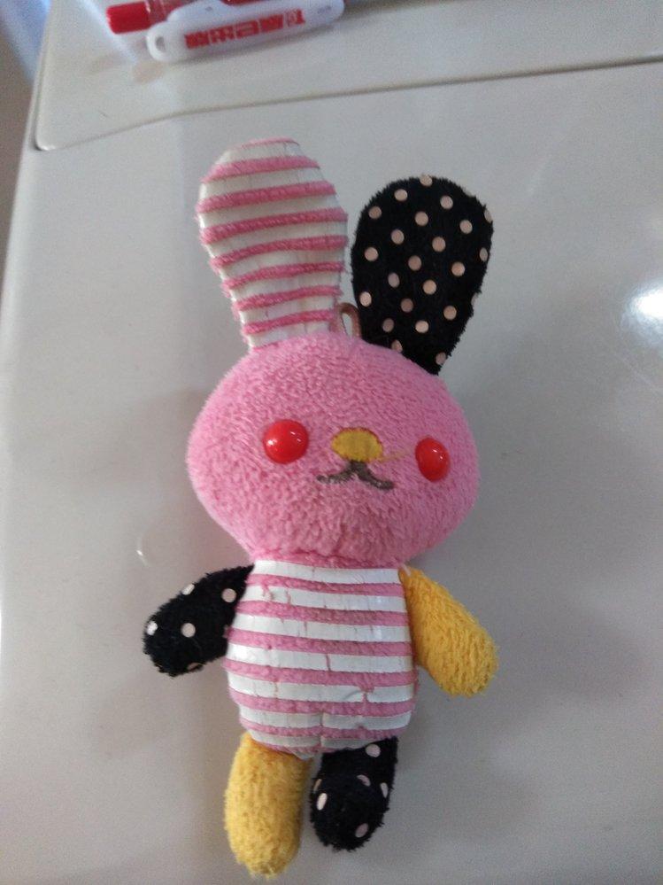 """この""""ウサギ""""知ってますか? Googleで画像検索しても出てきませんでした。 何か歪ないい感じのウサギ…。 なんだかんだでずっと私の手元にあるのですが。 多分タグが着いてい..."""