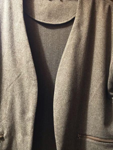 ポリエステル100%の一枚仕立てのコート(実際は画像よりちょっとふんわりした生地)のしわはやはりアイロンを掛けないと取れませんか? 脱いでハンガーに掛けて、何か別の方法があれば是非教えて下さい。 アイ