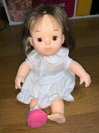 この赤ちゃん人形の名前を教えてください。 タグにはcombiと書かれています。 もらったのは2003年くらいです。  ぽぽちゃん人形ではありませんでした。
