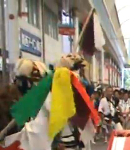 大阪市のお祭りに詳しい方に質問です。 で使われるハタキのようなものはなんですか? どのような名前でどのような用途ですか?