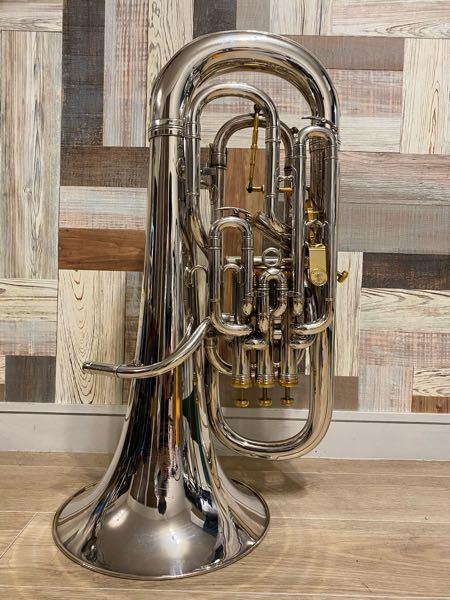 金管楽器の歴史にお詳しい方よろしくお願い致します。 こちらのベッソンユーフォニアムBE2051-2ですが、おおよその製造年や工場はお分かりになるでしょうか。製造番号は869861です。イギリス生...