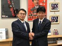 山本一太と大村秀章は、どちらが可愛いですか?