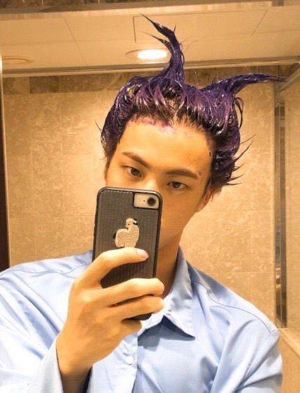 このジンくんの髪を染めてる写真はどこで見れますか? BTS