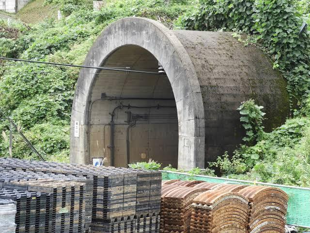 トンネルの筒部分だけが外に出ているタイプのトンネルに名前はありますか? あったら教えてください。 またNゲージで再現するのにおすすめの商品があったらそれも教えてください。