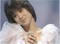 松田聖子の「チェリーブラッサム」67万枚と 中森明菜の「ミアモーレ」63万枚  とではどちらが好きですか??