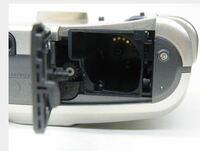 こーゆうたいぷのフィルムカメラってどーやってフィルム入れるんですか?初心者なので教えてください
