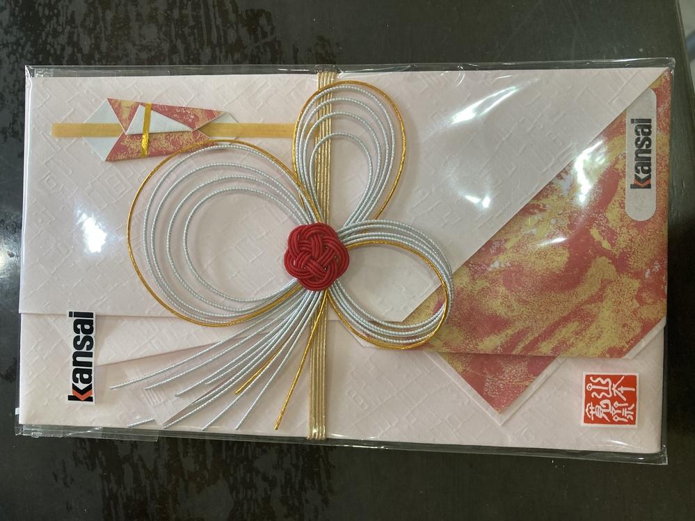 この祝儀袋は、いくら位を包む用でしょうか? 近々、兄弟の結婚式があり夫婦で出席します。10万円を包むのですが、この祝儀袋の金額相場が分かりません。 よろしくお願いします。