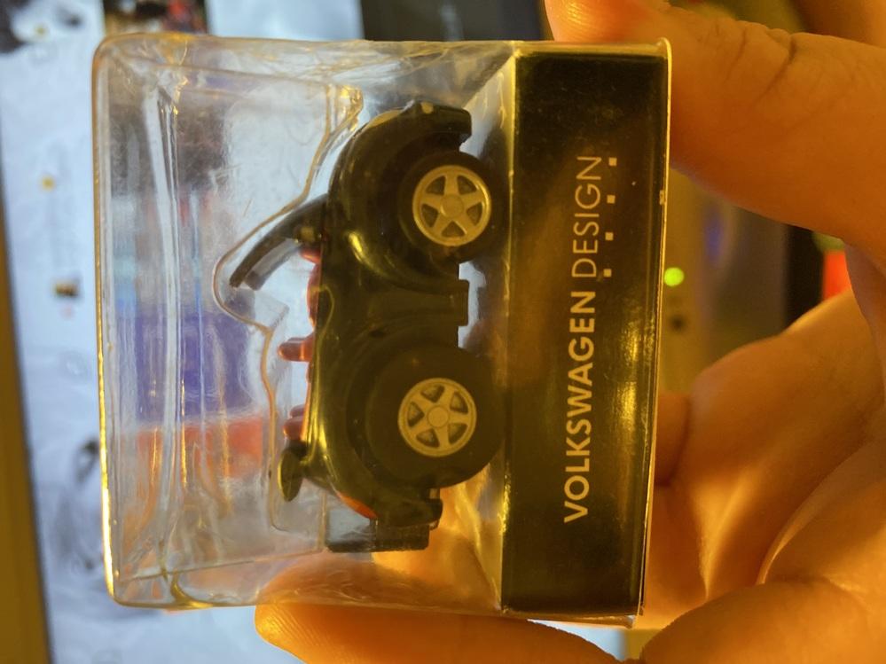 自宅からフォルクスワーゲン チョロQ の車のおもちゃ?が出てきました。 これは契約したりしたら貰えるものですか? それとも売っていたものですか? 詳しく教えてください