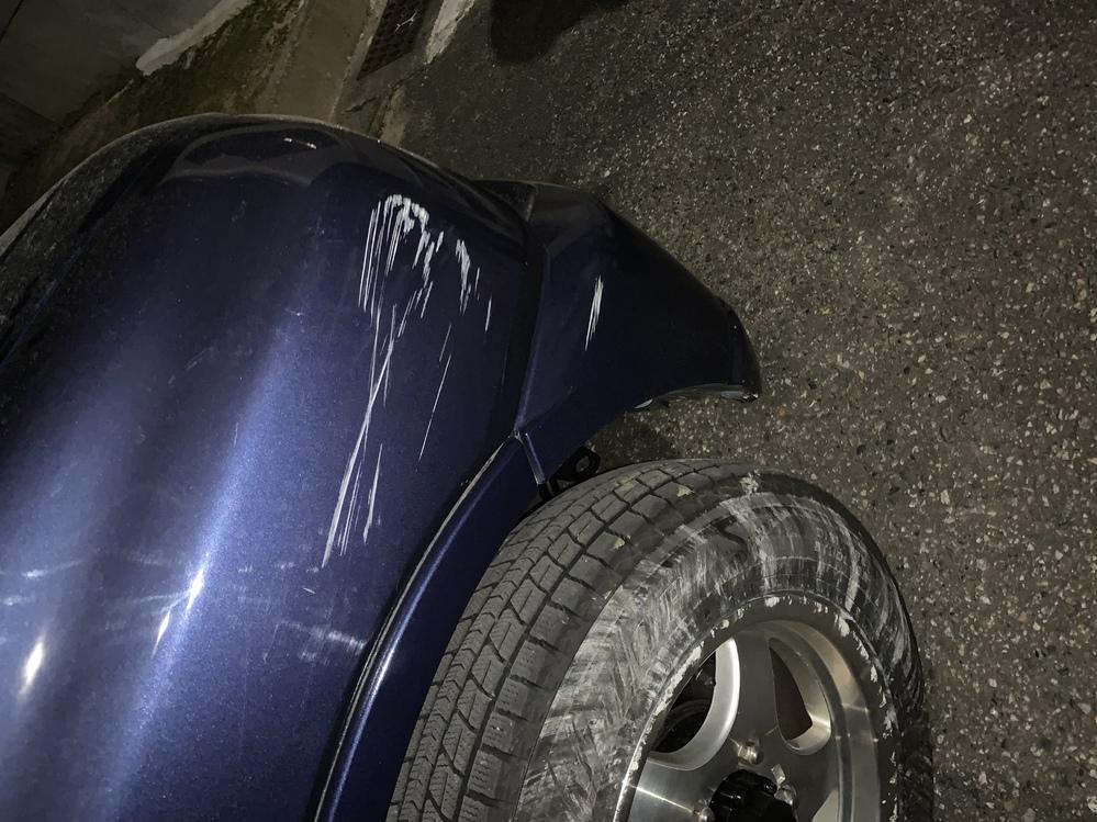 先日、友達が私の車を運転した際、事故った傷ですが、修理に出すとおおよそいくらぐらいかかりますか?? 教えてください。