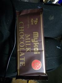 ディスカウントストアで売ってますが……ポーランドの板チョコは1個79円ですが日本のガーナチョコなども1個79円です……しかし重さが(内容量)ポー ランドのは100gで日本の2倍です……美味しいです……なぜポーランドのは2倍も安いのでしょうか?