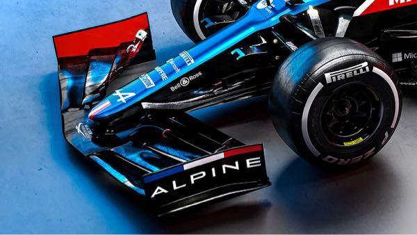 この青色の映りがきれいなのですが、塗料は何ブルーでしょうか? プラモデルで塗装する際の参考にしたいです。 おそらくこの車体の置かれた空間のライトだったり他の影響を受けてこういうふうに見えるとは...