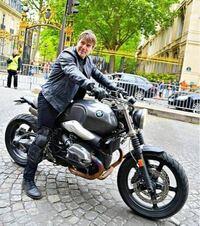 今自動二輪の免許を取っているのですが欲しいバイクげBMWのRnineTスクランブラーという大型バイクで自動二輪を取って250ccあたりを1年乗って大型二輪を取りに行こうと思ってます! 250ccでRnineTスクランブラーに...