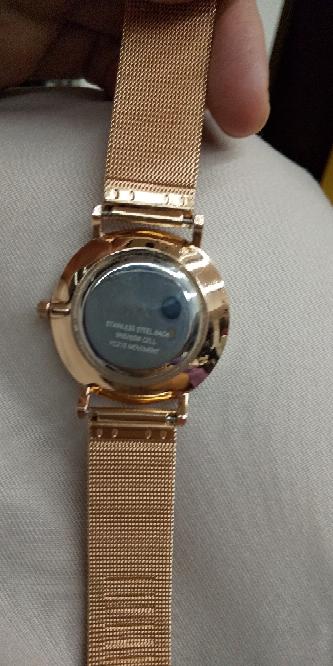 腕時計の電池交換。どなたか教えて下さい。このタイプの腕時計の電池の交換を自分でしようと思います。 後ろの部分を開けるのに必要な工具は何でしょうか?教えて下さい。 側開器かなと思うのですが。コジア...