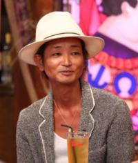うちの妹は沖縄音楽家の宮良忍さん(写真)のファンでもあります。今の彼に会いたいと言います。 でも、妹は広汎性発達障害という障がいがあります。小浜島へ行きたいそうですが、コロナウイルスが・・・どうすればいいのかアドバイスをお願いします。